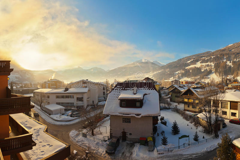 Zonsopgang in de toevlucht van de bergenski Bad Hofgastein - Oostenrijk royalty-vrije stock afbeelding