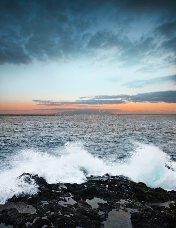 Zonsopgang en oceaan royalty-vrije stock afbeelding