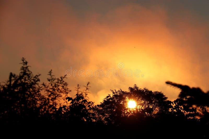 Zonsopgang en zonsondergang royalty-vrije stock afbeeldingen