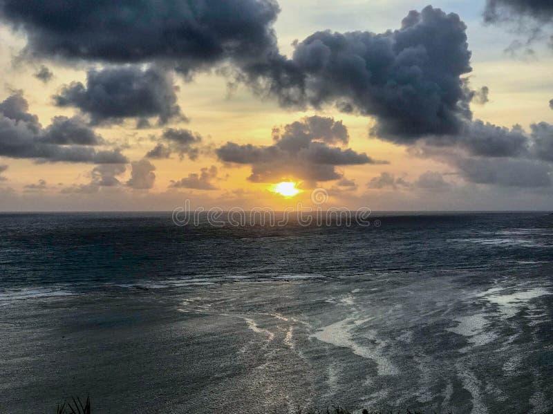 Zonsopgang, het Noordenkust, Kauai, Hawaï, de V.S. royalty-vrije stock fotografie