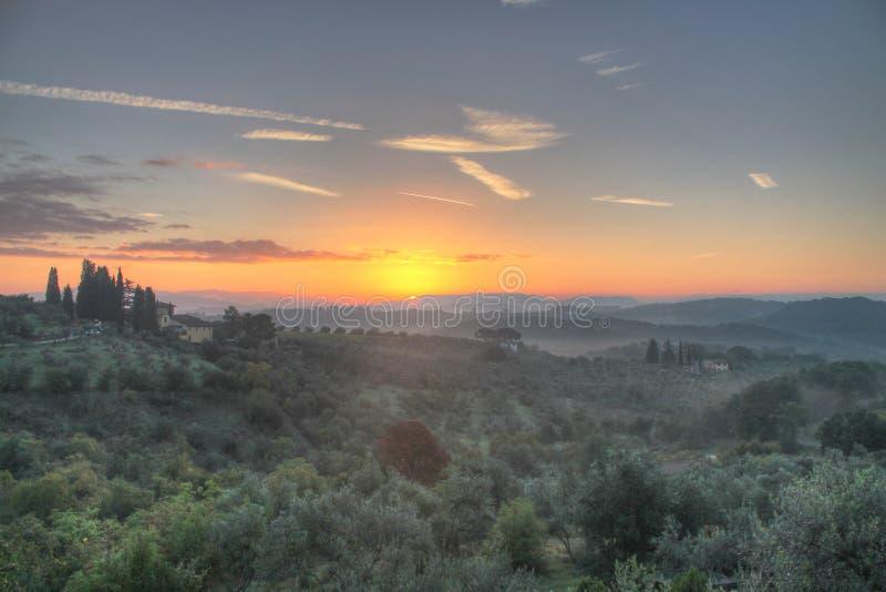 Zonsopgang in het Toscaanse platteland royalty-vrije stock foto