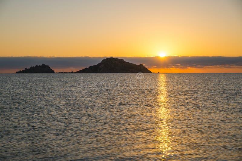 Zonsopgang Isola dell Ogliastra, Sardinige royalty-vrije stock fotografie