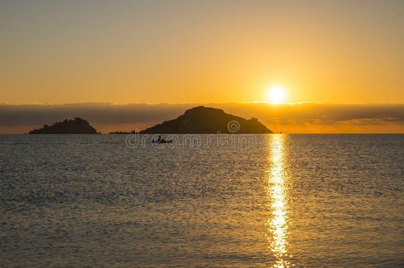 Zonsopgang Isola dell Ogliastra, Sardinige stock foto