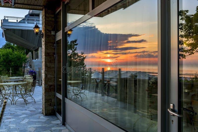 Zonsopgang met weerspiegelingen van zonsopgang royalty-vrije stock fotografie