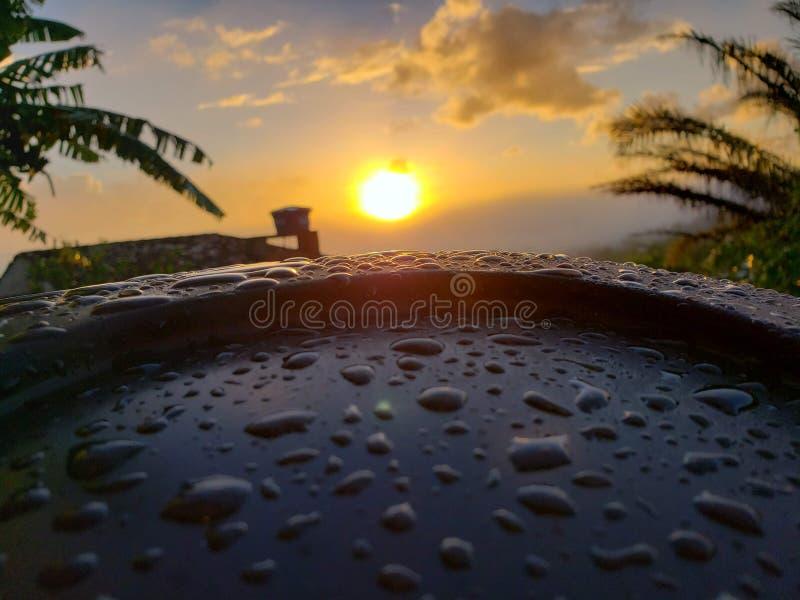 Zonsopgang na een regenachtige ochtend stock afbeeldingen