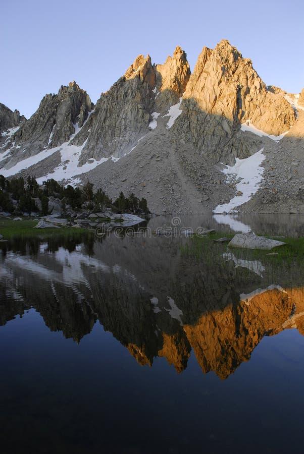 Zonsopgang in oostelijke Siërra de bergen van Nevada stock afbeelding