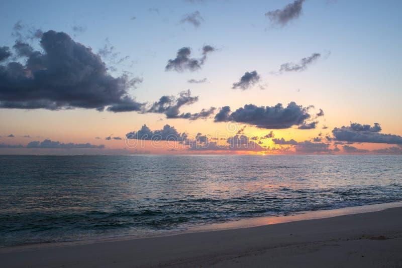 Zonsopgang op de Atlantische Oceaan stock foto's