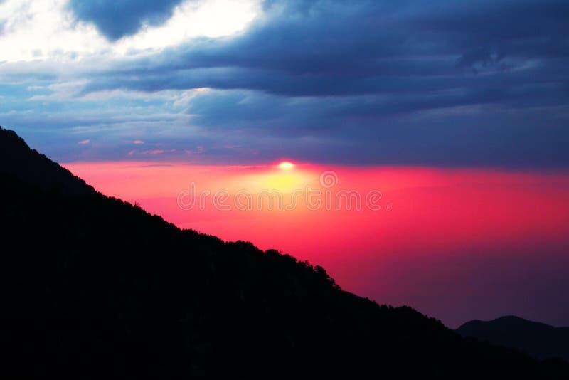 Zonsopgang op de berg van de Griekse goden stock foto's