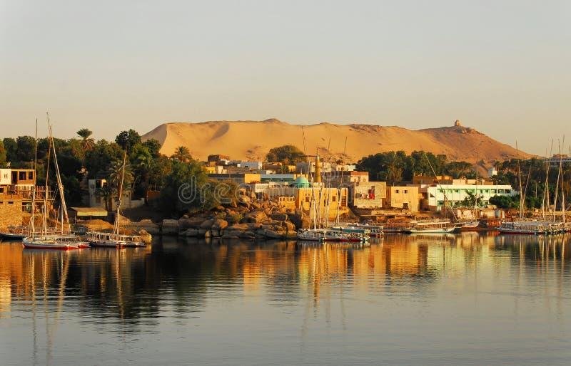 Zonsopgang op de Nijl in Aswan stock afbeeldingen
