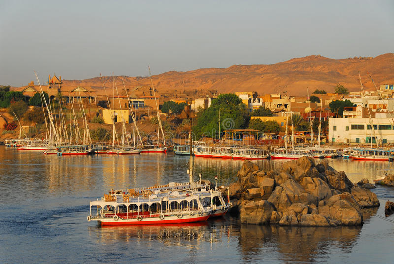 Zonsopgang op de Nijl in Aswan stock foto