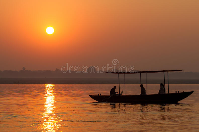 Zonsopgang op de Rivier Ganges in Varanasi, India royalty-vrije stock foto