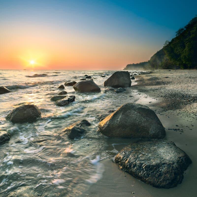 Zonsopgang op eiland Rugen op een heldere dag stock fotografie