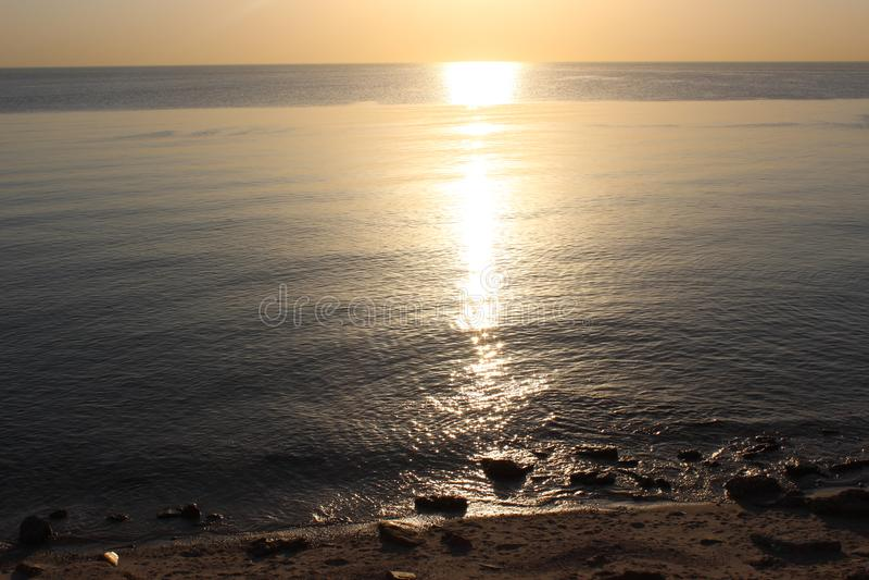 Zonsopgang op het kalme strand stock foto's