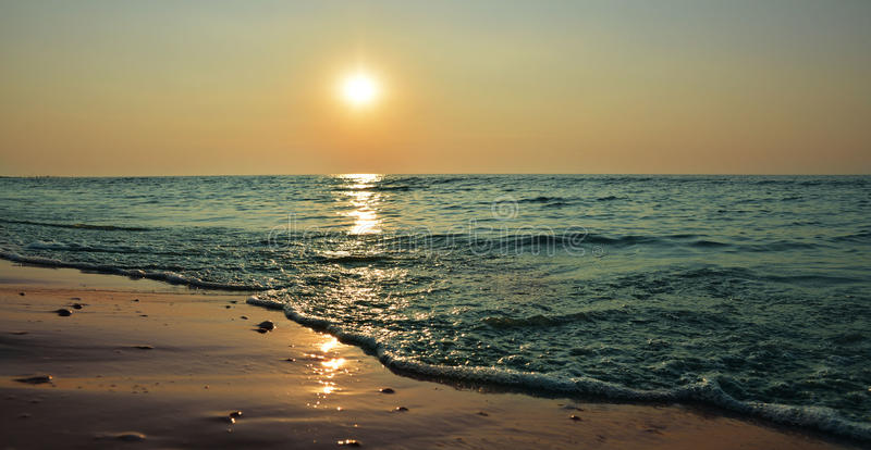 Zonsopgang op het strand stock fotografie