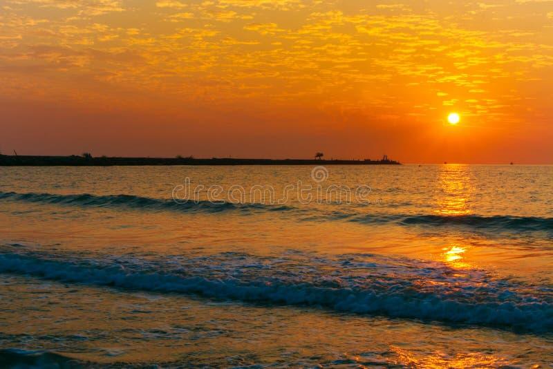 Zonsopgang op strand royalty-vrije stock afbeelding