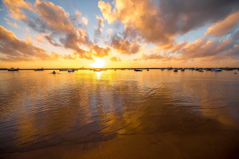 Zonsopgang op Teresitas-strand stock afbeeldingen
