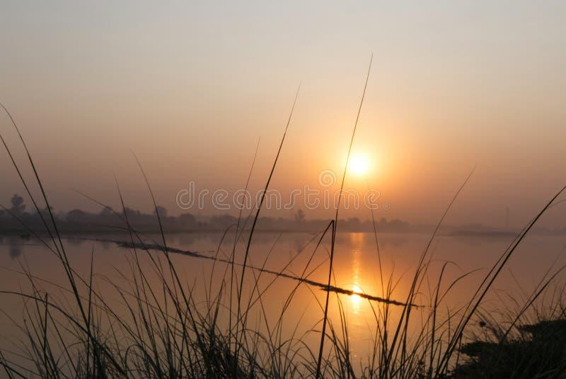 Download Zonsopgang Op Yamuna-rivier In Delhi Stock Afbeelding - Afbeelding bestaande uit water, nave: 114227145