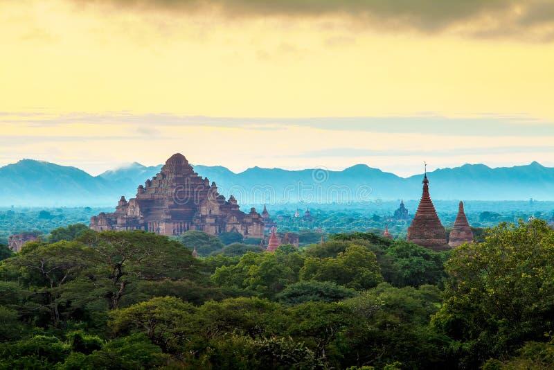 Zonsopgang over Bagan-tempels, Myanmar stock foto's