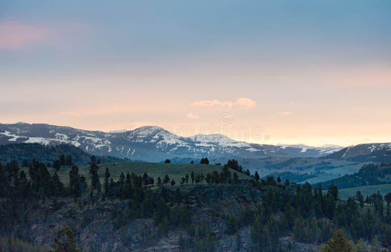 Zonsopgang over Bergen, het Nationale Park van Yellowstone royalty-vrije stock afbeeldingen