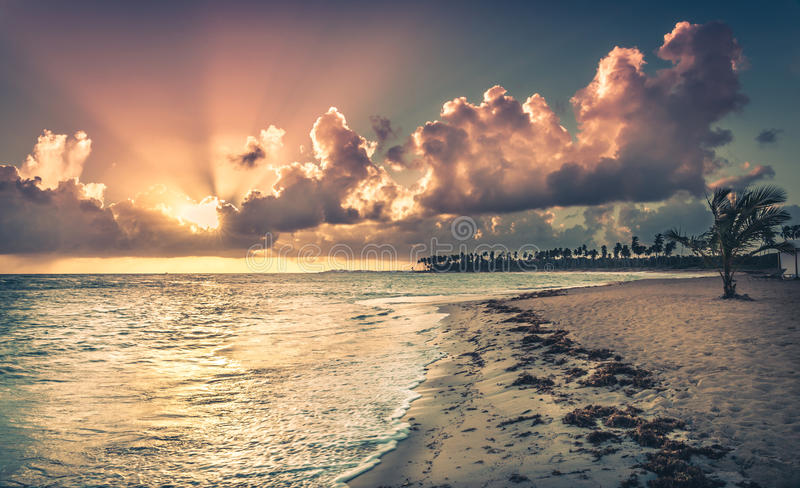 Zonsopgang over Caraïbische overzees royalty-vrije stock afbeelding