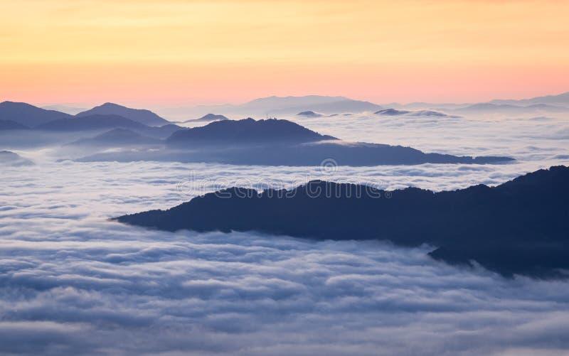Zonsopgang over Cataloochee-Vallei, Asheville, Noord-Carolina stock afbeeldingen
