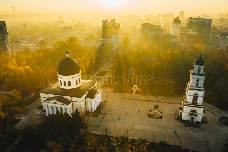 Zonsopgang over Chisinau, Republiek Moldavië Chisinau Metropolita stock foto