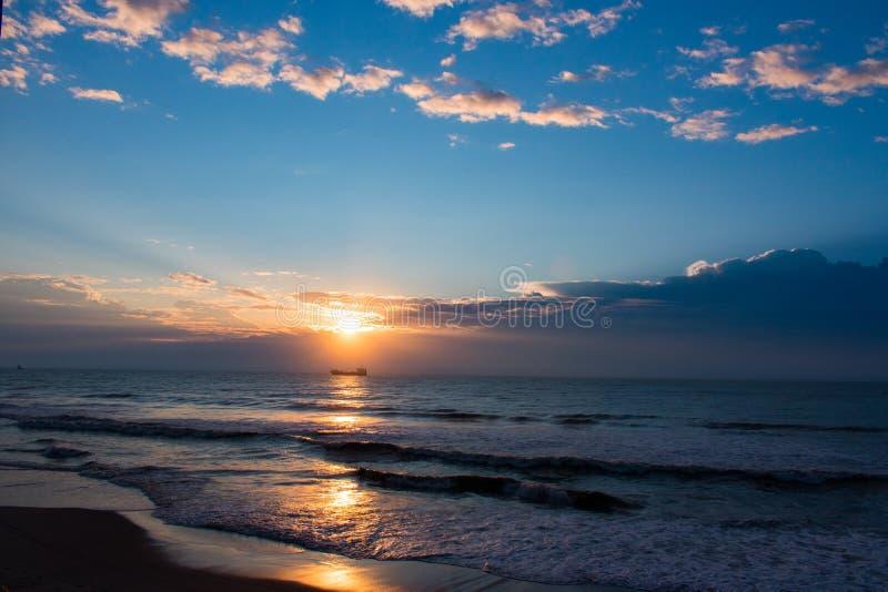 Zonsopgang over de Atlantische Oceaan dichtbij Tuinstad, Sc stock afbeelding