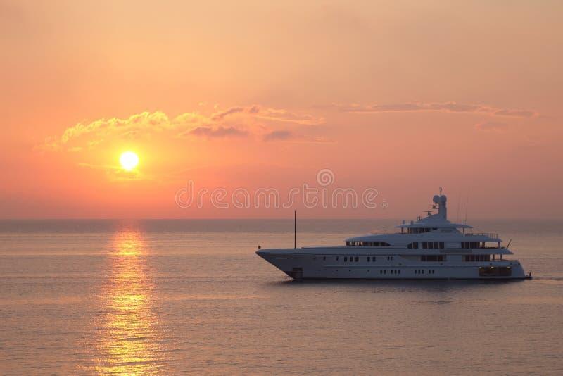 Zonsopgang over de Middellandse Zee, Antibes, Frankrijk royalty-vrije stock afbeeldingen