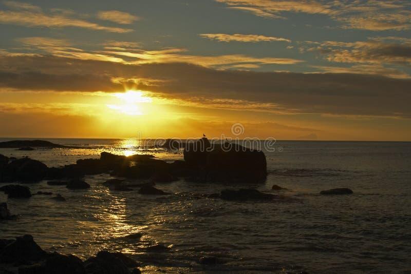 Zonsopgang over de oceaan royalty-vrije stock afbeeldingen