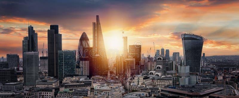 Zonsopgang over de Stad van Londen stock foto