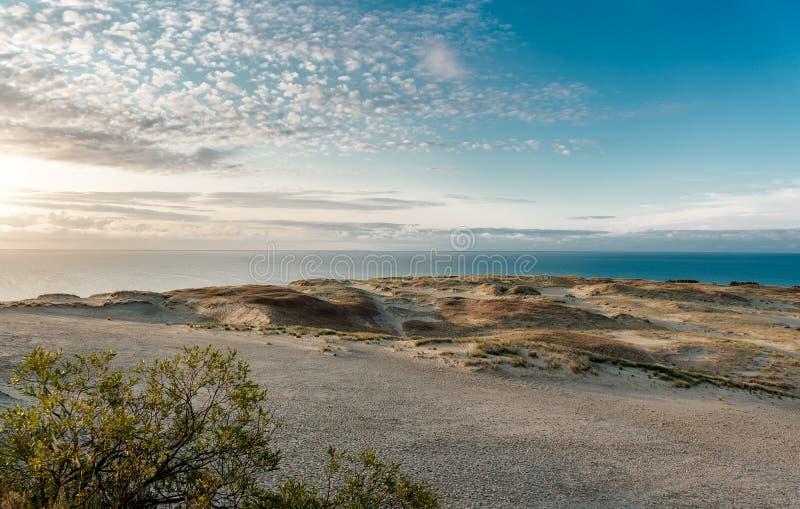 Zonsopgang over duinen en Oostzee royalty-vrije stock foto's