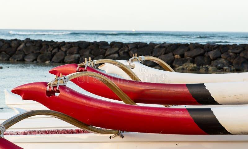 Zonsopgang over Hawaiiaanse kano's van Waikiki Hawaï stock afbeelding