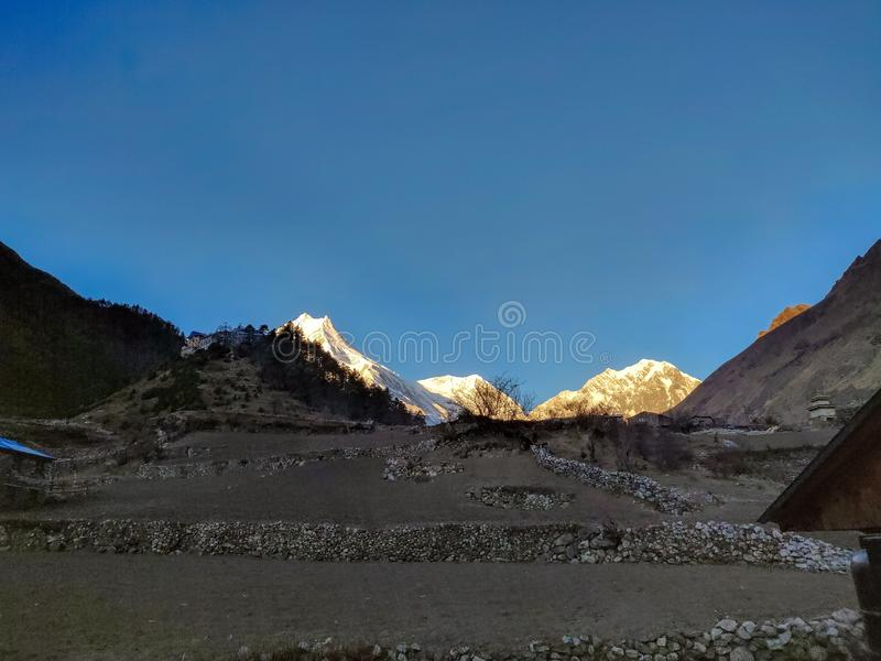 Zonsopgang over het Himalayagebergte Zet Manaslu op Achtste hoogste piek in de wereld royalty-vrije stock foto