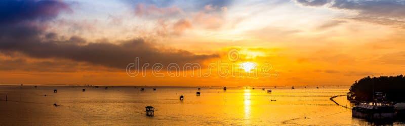 Zonsopgang over het overzees Panorama royalty-vrije stock fotografie