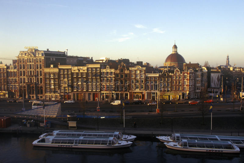 Zonsopgang over het stadsvierkant in Amsterdam, Holland royalty-vrije stock foto