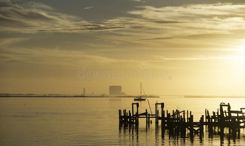 Zonsopgang over Indische Rivier in Titusville, Florida stock foto's