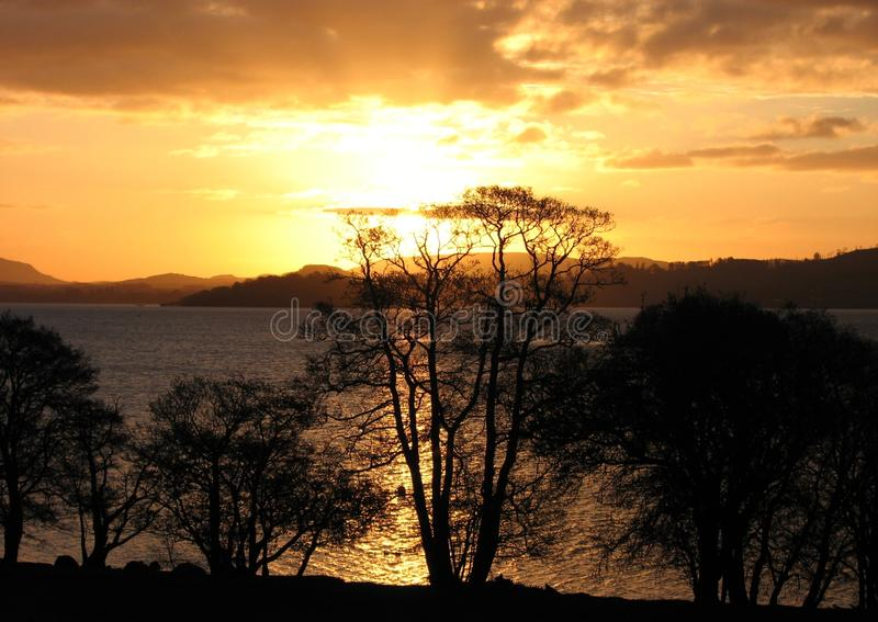 Zonsopgang over Loch Lomond royalty-vrije stock afbeeldingen