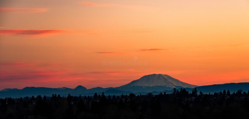 Zonsopgang over Mt St Helens, Washington stock foto