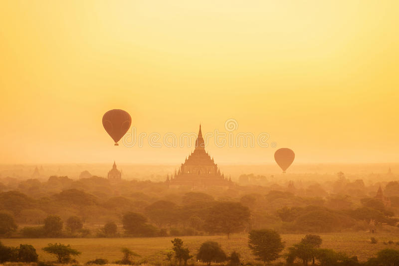 Zonsopgang over oude Bagan, Myanmar stock fotografie