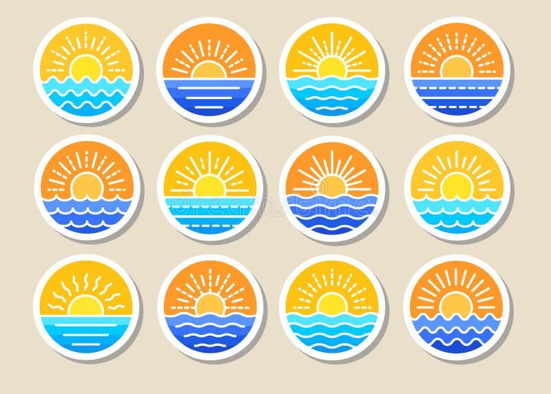 Zonsopgang over Overzees Zonsondergang over oceaan De zomer ronde etiketten, emblemen met zon & golven Reeks vlakke symbolen, tek vector illustratie