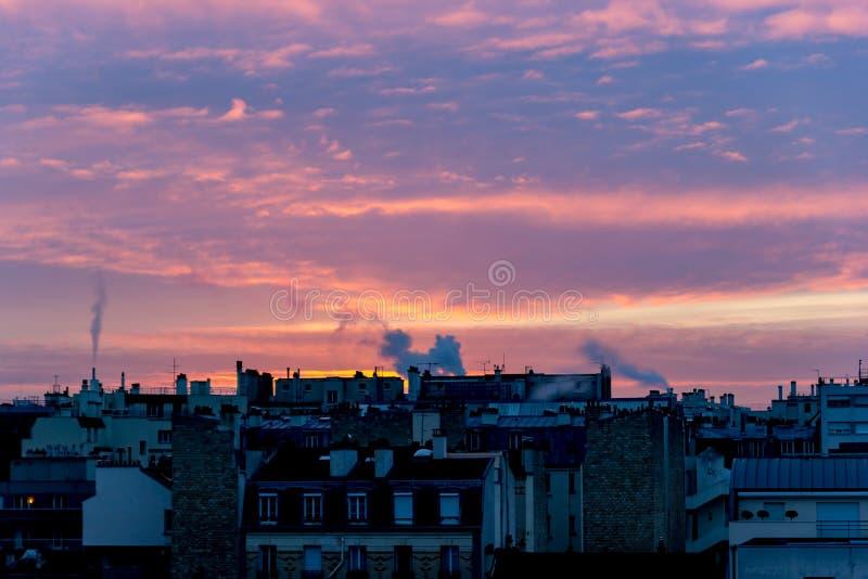 Zonsopgang over Parijs in de winter royalty-vrije stock afbeeldingen