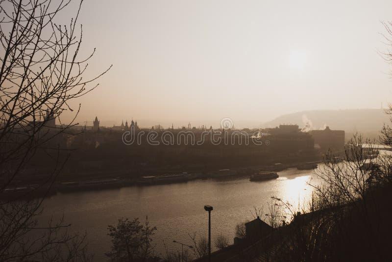 Zonsopgang over Praag van de binnenstad stock afbeeldingen