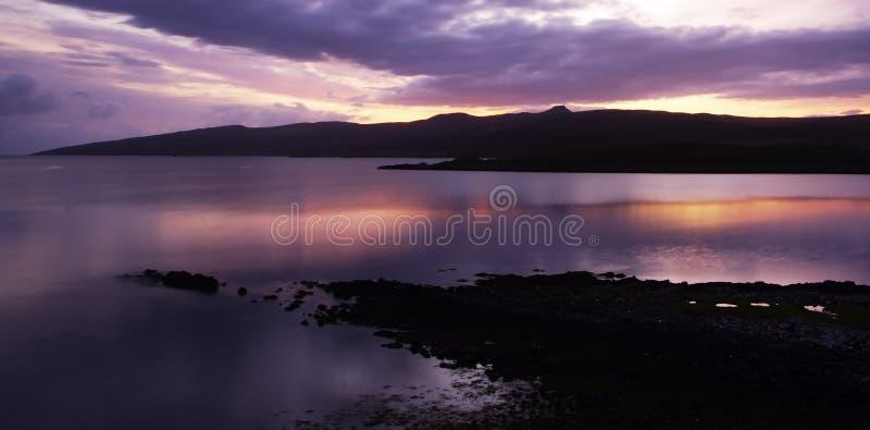 Zonsopgang over Schotse Loch stock foto's