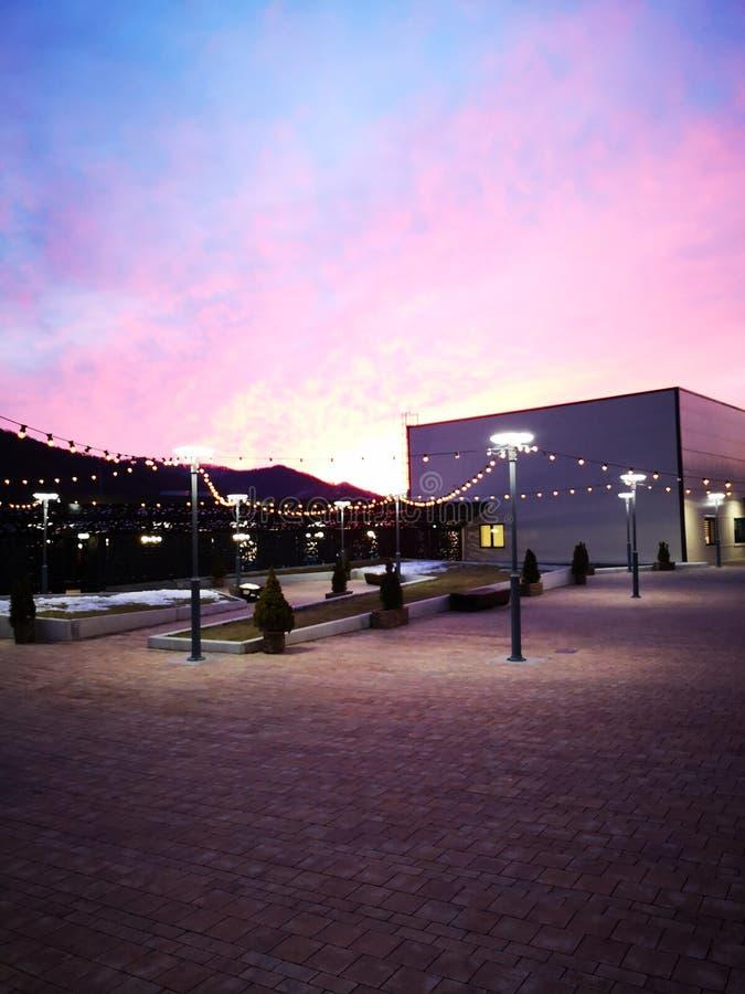 Zonsopgang in Piatra Neamt stock foto's