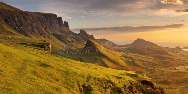 Zonsopgang in Quiraing, Eiland van Skye, Schotland stock afbeelding