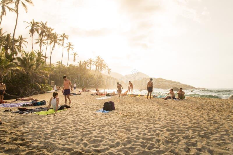 Zonsopgang in strand in Colombia, Caribe stock afbeeldingen