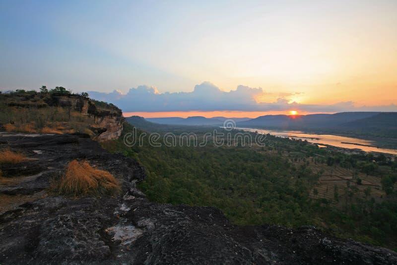 Zonsopgang toneel bij het nationale park van Pha Taem stock fotografie