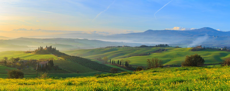 Zonsopgang in Toscanië stock afbeelding