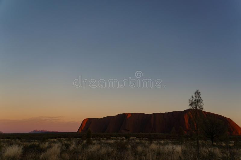 Zonsopgang in Uluru, ayersrots, het Rode Centrum van Australi?, Australi stock foto