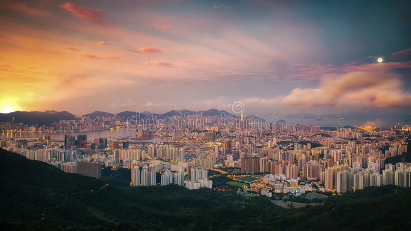Zonsopgangdag aan nacht geschotene Hongkong en Kowloo stock afbeeldingen